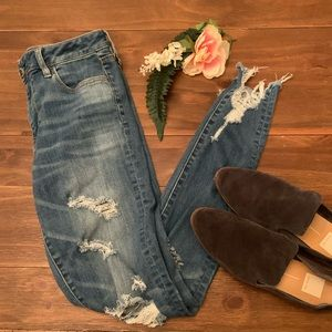 10L American Eagle High Rise Jegging distressed